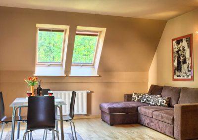 U Świstaka - sofa i stół z krzesłami