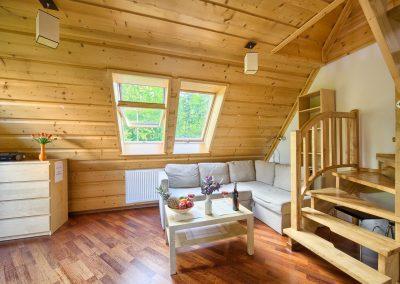 VisitZakopane - Sofa w salonie