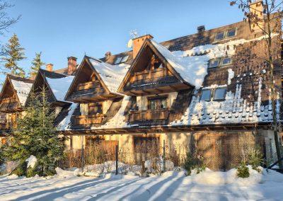 Apartamentowiec w zimie