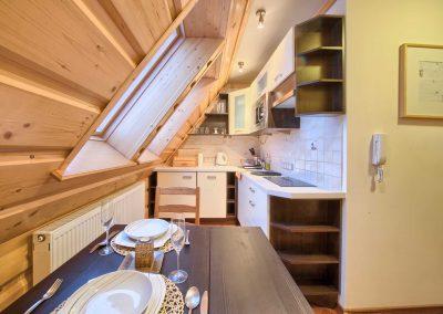 VisitZakopane - stół w kuchni