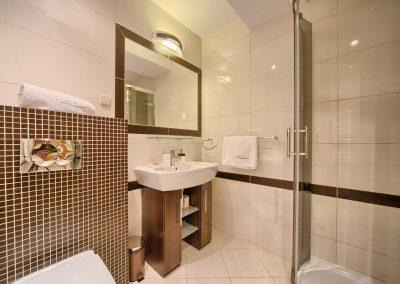 Dębowy - nowoczesna łazienka